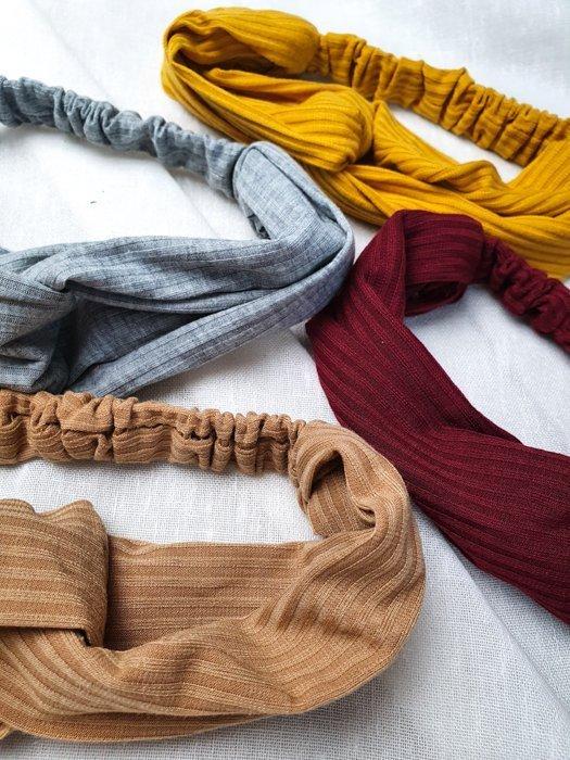 Haarband mit Knoten vorne, verschiedene Farben Alles Interior Boho Scandi Look anitimadeforyou Concept Store Langenfeld Trockenblumen, Trockenblumen Kränze, Workshops, Schmuck