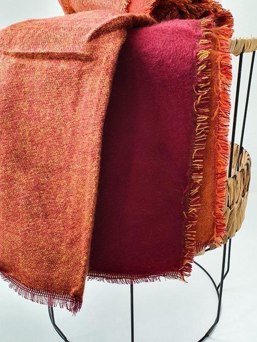 XXL Strickschal Bordeaux Rot Alles Interior Boho Scandi Look anitimadeforyou Concept Store Langenfeld Trockenblumen, Trockenblumen Kränze, Workshops, Schmuck