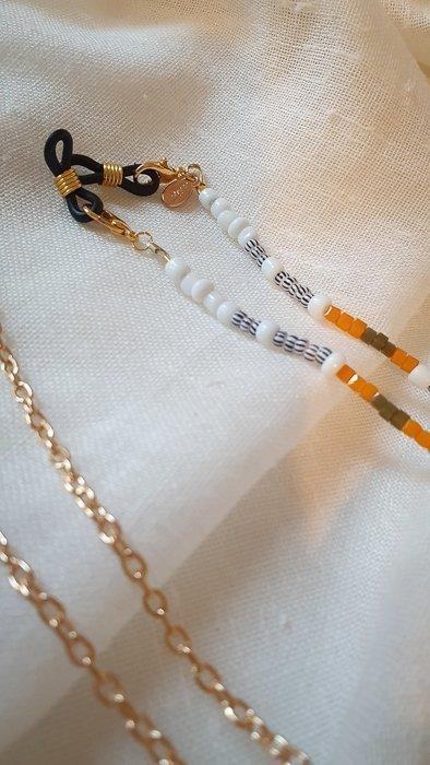Brillen-Maskenkette Weiß Orange Alles Interior Boho Scandi Look anitimadeforyou Concept Store Langenfeld Trockenblumen, Trockenblumen Kränze, Workshops, Schmuck