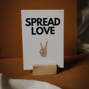 Postkarte Spread Love Alles Interior Boho Scandi Look anitimadeforyou Concept Store Langenfeld Trockenblumen, Trockenblumen Kränze, Workshops, Schmuck