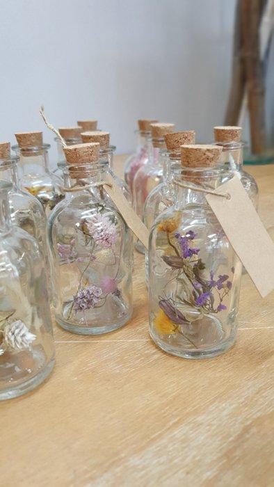 Trockenblumen im Glas mit Karte Interior Interior Boho Scandi Look anitimadeforyou Concept Store Langenfeld Trockenblumen, Trockenblumen Kränze, Workshops, Schmuck