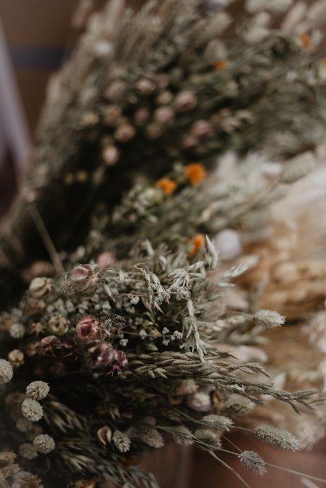 kränze aus trockenblumen, DIY-Anleitung: Kränze aus Trockenblumen binden