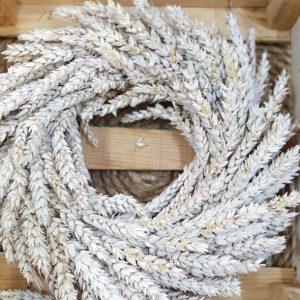 Getreidekranz aus Weizen Weiß 30cm Trockenblumen Interior Boho Scandi Look anitimadeforyou Concept Store Langenfeld Trockenblumen, Trockenblumen Kränze, Workshops, Schmuck