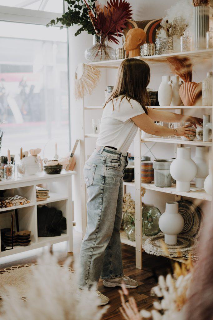 Anitimadeforyou Aniti arbeitet im Store