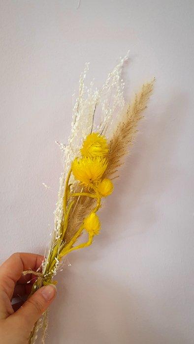 Mini Trockenblumen Strauss Gelb Alles Interior Boho Scandi Look anitimadeforyou Concept Store Langenfeld Trockenblumen, Trockenblumen Kränze, Workshops, Schmuck