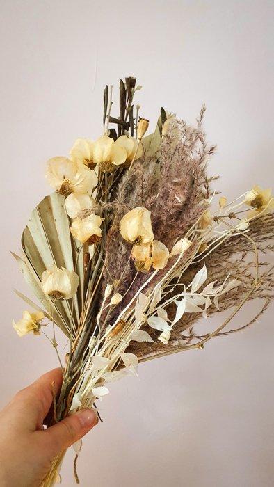 Trockenblumen Strauss Nature Mix Palmblatt Alles Interior Boho Scandi Look anitimadeforyou Concept Store Langenfeld Trockenblumen, Trockenblumen Kränze, Workshops, Schmuck