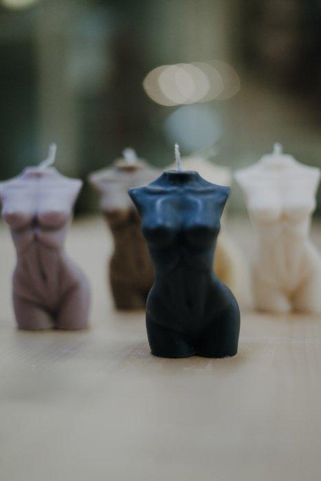 Kerze Venus Frauen Figur – Rapswachs – handgefertigt Interior Interior Boho Scandi Look anitimadeforyou Concept Store Langenfeld Trockenblumen, Trockenblumen Kränze, Workshops, Schmuck