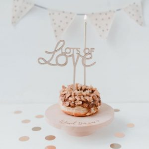 Holzschriftzug Lots of Love Eulenschnitt Cake Topper Alles Interior Boho Scandi Look anitimadeforyou Concept Store Langenfeld Trockenblumen, Trockenblumen Kränze, Workshops, Schmuck