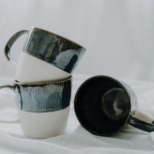 Tasse blau beige handgemacht Geschirr - und Küchen Accessoires Interior Boho Scandi Look anitimadeforyou Concept Store Langenfeld Trockenblumen, Trockenblumen Kränze, Workshops, Schmuck