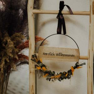 Trockenblumenkranz personalisiert – Euka Gelb 30cm Trockenblumenkränze und Ringe Interior Boho Scandi Look anitimadeforyou Concept Store Langenfeld Trockenblumen, Trockenblumen Kränze, Workshops, Schmuck