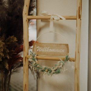 Trockenblumenkranz personalisiert – weiß türkis – 30cm Trockenblumenkränze und Ringe Interior Boho Scandi Look anitimadeforyou Concept Store Langenfeld Trockenblumen, Trockenblumen Kränze, Workshops, Schmuck
