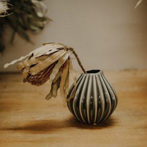 Vase Keramik Borste Alles Interior Boho Scandi Look anitimadeforyou Concept Store Langenfeld Trockenblumen, Trockenblumen Kränze, Workshops, Schmuck