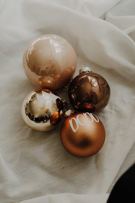 personalisierte Weihnachtskugeln 8cm Alles Interior Boho Scandi Look anitimadeforyou Concept Store Langenfeld Trockenblumen, Trockenblumen Kränze, Workshops, Schmuck